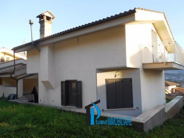 Villa in vendita a Norcia, 9 locali, prezzo € 370.000   CambioCasa.it