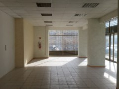 Semi-central: large commercial space in excellent condition - 12