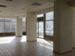Semi-central: large commercial space in excellent condition - 15