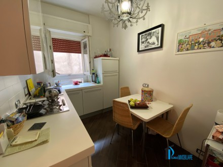 Historic Center: Renovated three-room apartment with Garage